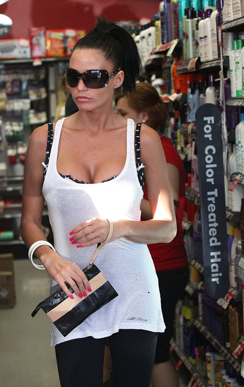  Katie Price Out n About In L.A.  Photo: Flynetonline.com