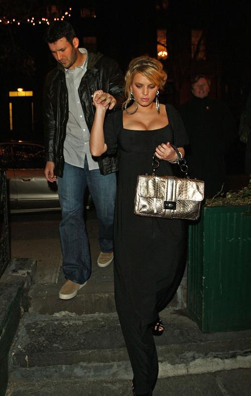 Tony Romo & Jessica Simpson Have Dinner In New York.  Photo: Splashnewsonline.com