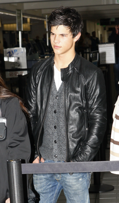 Taylor Lautner Leaving LAX Yesterday. Photo: INFDaily.com