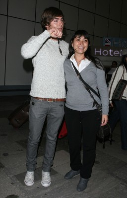 Zac Efron At Heathrow Airport. Photo: INFDaily.com
