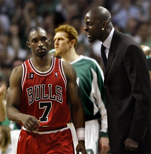 Ben Gordon Gets An Earful From Garnett.  Photo: AP/Elise Amendola