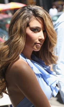 Kim Kardashian Goes Blonde.  Photo: Splashnewsonline.com
