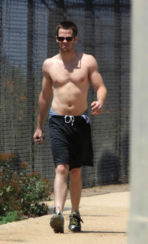 Chris Pine Getting His Cardio On.  Photo: INFdaily.com