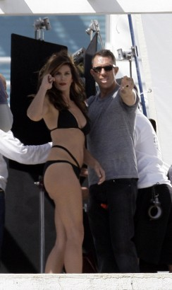 Cindy Crawford Is Our Mystery Model.  Photo: Famepictures.com