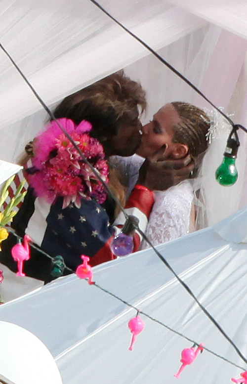 Seal & Heidi Klum Renew Vows.  Photo: Infdaily.com