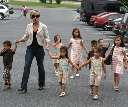 Kate Gosselin & The 8 In Reading Pennsylvania.  Photo: INFDaily.com