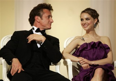 Sean Penn & Natalie Portman.  Photo: AP Photo/Jeff Christensen 2008