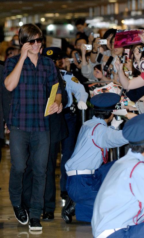 Zac Efron In Japan.  Photo:  Splashnewsonline.com