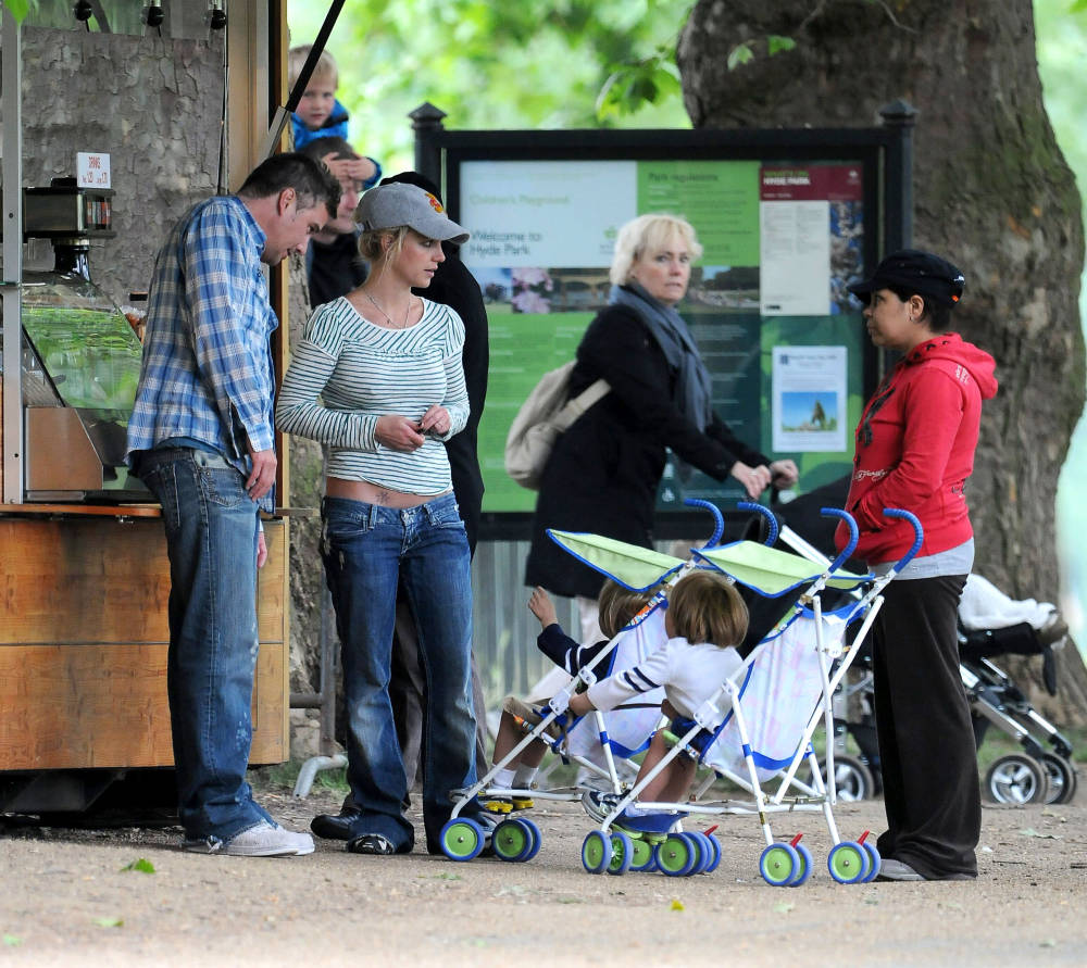 Britney Spears In London With Her Boys.  Photo: SplashNewsOnline.com