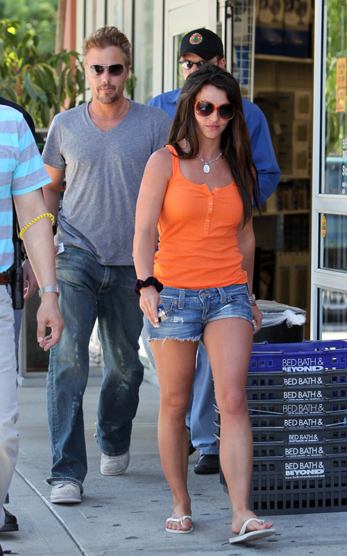 Britney Spears & Jason Trawick. Photo: Splashnewsonline.com