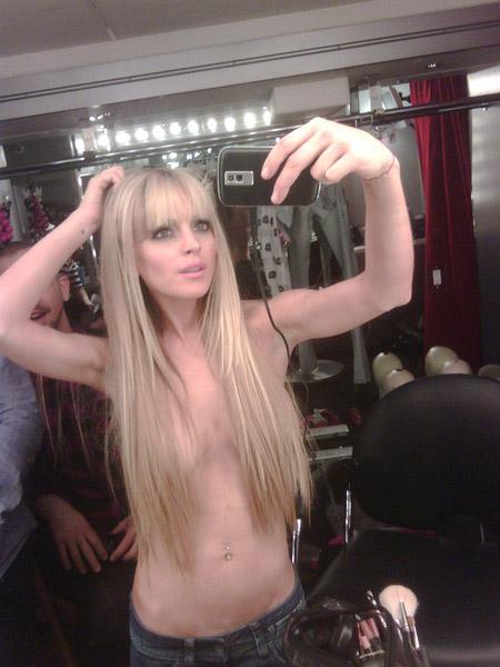 Lindsay Lohan Topless Via Twitter