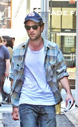 Robert Pattinson In New York.  Photo: INFdaily.com