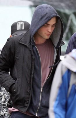 Robert Pattinson On Set In New York.  Photo: BauerGriffen.com
