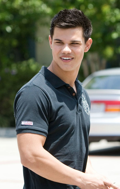 Taylor Lautner In Beverly Hills.  Photo: bauergriffen.com