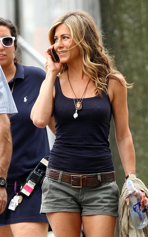 """Jennifer Aniston Has """"The Bounty"""" Covered.  Photo: SplashNewsOnline.com"""