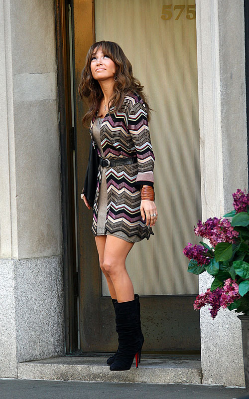 Jennifer Lopez About To Get Wet.  Photo: SplashNewsOnline.com