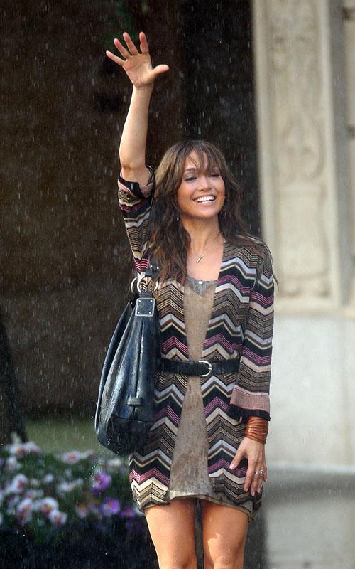 Jennifer Lopez Gets Wet.  Photo: SplashNewsOnline.com