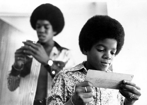 Jermaine Jackson & Michael Jackson's Shoulder.  Photo: RealOne.com