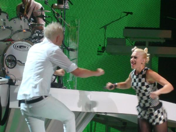 Gwen & Tom Rock Out In L.A. 07/22/09 Photo: C.B.