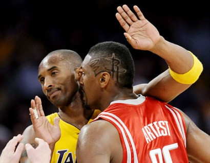 Ron Artest Gets Up Close & Personal With Kobe Bryant.  Photo: AP Photo/Chris Carlson