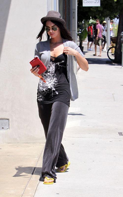 Megan Fox In We Ho Shopping.  Photo: Limelightpics.com