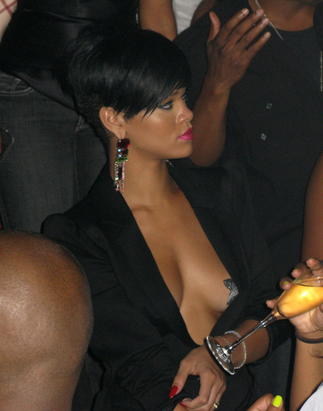 Rihanna At Tao.  Photo: Flynetonline.com