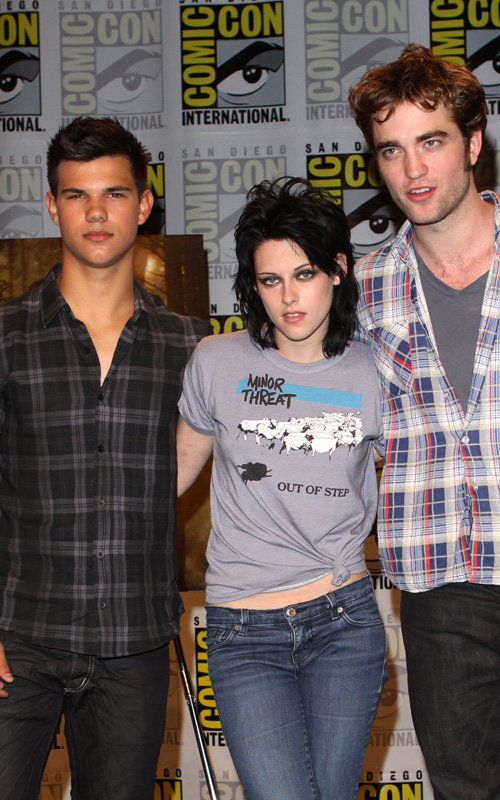 Taylor Lautner, Kristin Stewart, & Robert Pattinson At Comic-Con.  Photo: Splashnewsonline.com