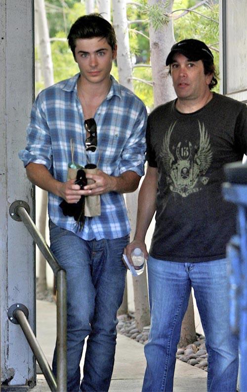Zac Efron Gets A New Do.  Photo: Flynetonline.com