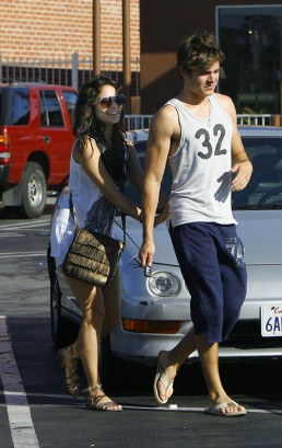 Zac Efron & Vanessa Hudgens Grabbin' A Bite To Eat.  Photo:Limelightpics.com