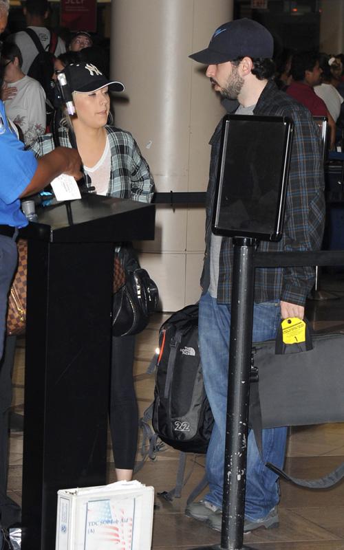 Christina Aguilera W/Jordan Bratman @ Lax. Photo: SplashNewsOnline.com