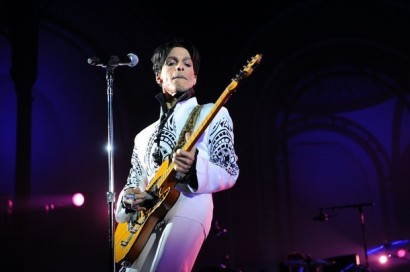 Prince performs on Oct. 11, 2009 at the Grand Palais in Paris. Photo: BERTRAND GUAY/AFP/Getty Images
