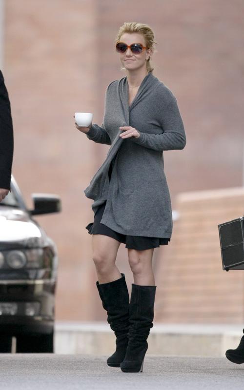 Britney Covers Up.  Photo: SplashNewsOnline.com