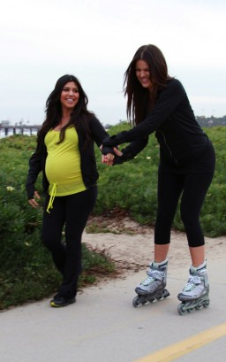 Kourtney Kardashian & Khloe Kardashian  Photo: SplashNewsOnline.com