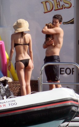 Miranda Kerr & Orlando Bloom.  Photo:  Splashnewsonline.com