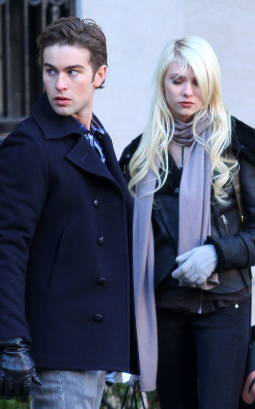 "Chace & Taylor On Set Of ""Gossip Girl"""
