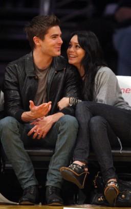 Zac Efron & Vanessa Hudgens.