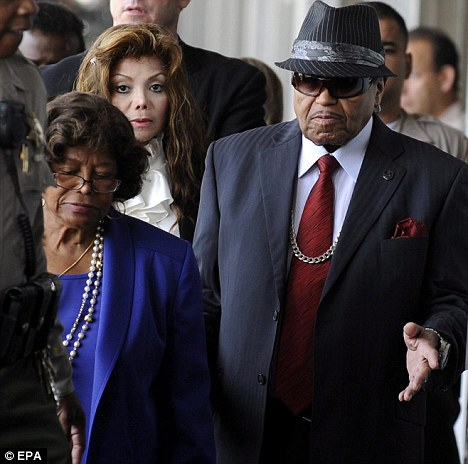 Katherine Jackson, Joe Jackson, & Latoya Jackson. Photo: TheDailyMail.co.uk