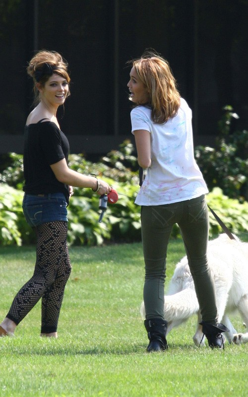 Ashley Greene & Miley Cyrus. Photo: GinsburgSpaly.com