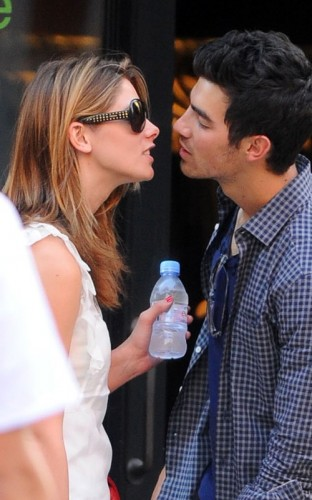Ashley Greene &amp; Joe Jonas. Photo: SplashNewsOnline.com