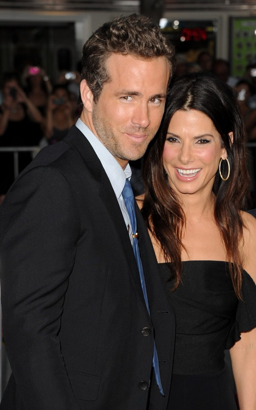 Sandra Bullock & Ryan Reynolds. Photo: GettyImages.com