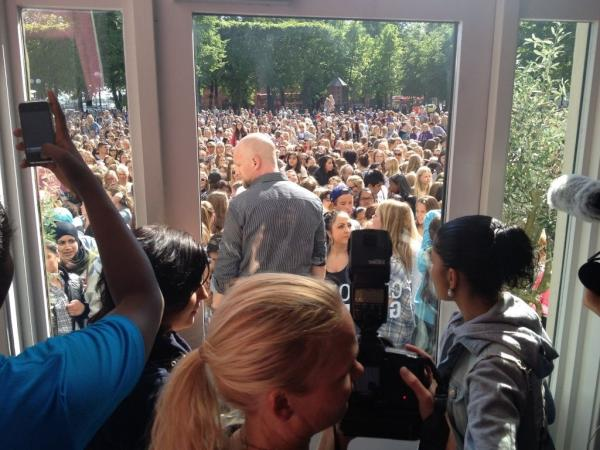 Bieber Fever Hits Oslo. Photo: Twitter.com