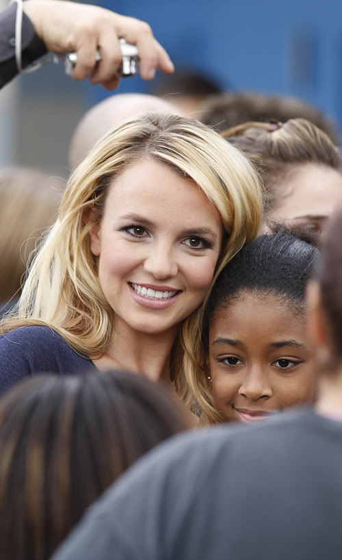 Britney Visits Kids In The Bronx.  Photo: Bauergriffen.com