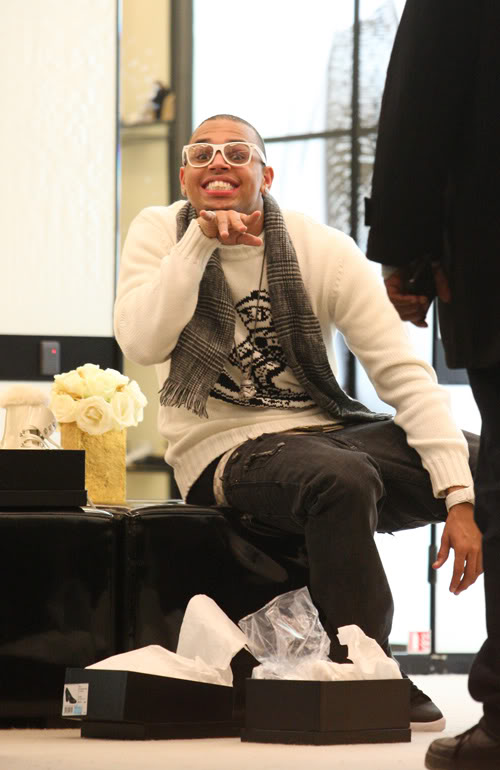 Chris Brown Gives His Best 3 Stooges Gesture.  Photo: Splashnewsonline.com
