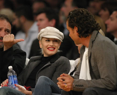 Gwen Stefani & Gavin Rossdale Talk During Break Of Action At Laker Game.  Photo: Splashnewsonline.com