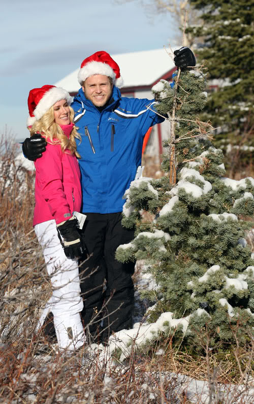 Heidi & A Lifeless Thing & A Christmas Tree.  Photo: PacificCoastNewsOnline.com
