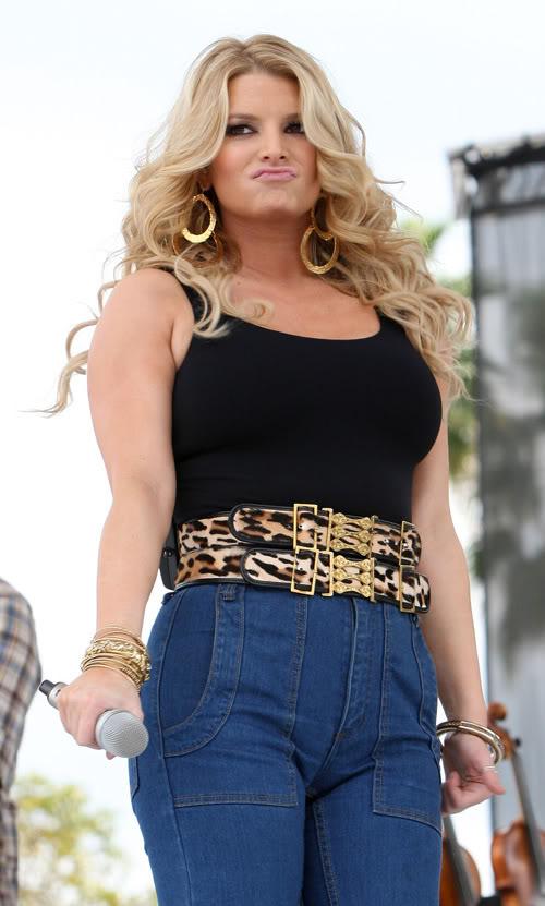 Jessica Simpson Gaining Weight Or Fans?  Photo: Splashnewsonline.com