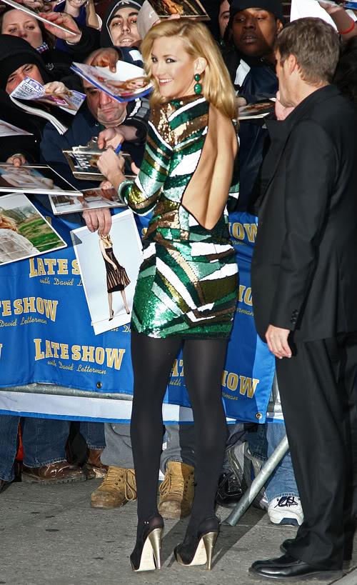Kate Hudson Taking Time To Sign.  Photo: Splashnewsonline.com