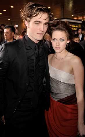 Robert Pattinson & Kristen Stewart Attend Twilight Premiere.  Photo: Kevin Winter/Getty Images