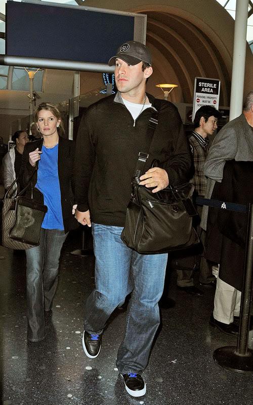 Tony Romo & Jessica Simpson Arrive At LAX.  Photo: Bauergriffen.com