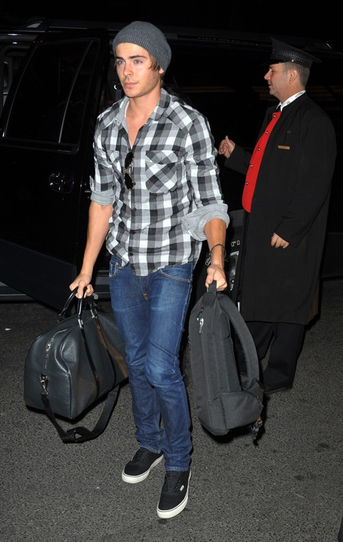 Zac Going For The Grunge Look.  Photo: Splashnewsonline.com